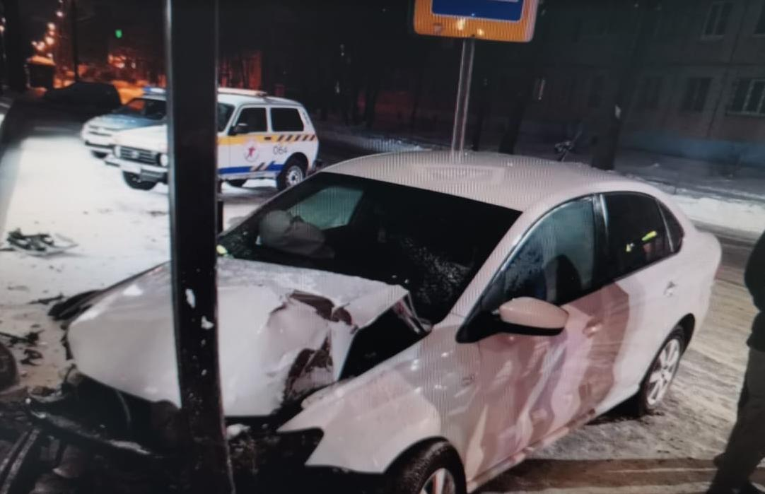 В Твери водитель легковушки протаранил ТЦ «Домино» - новости Афанасий