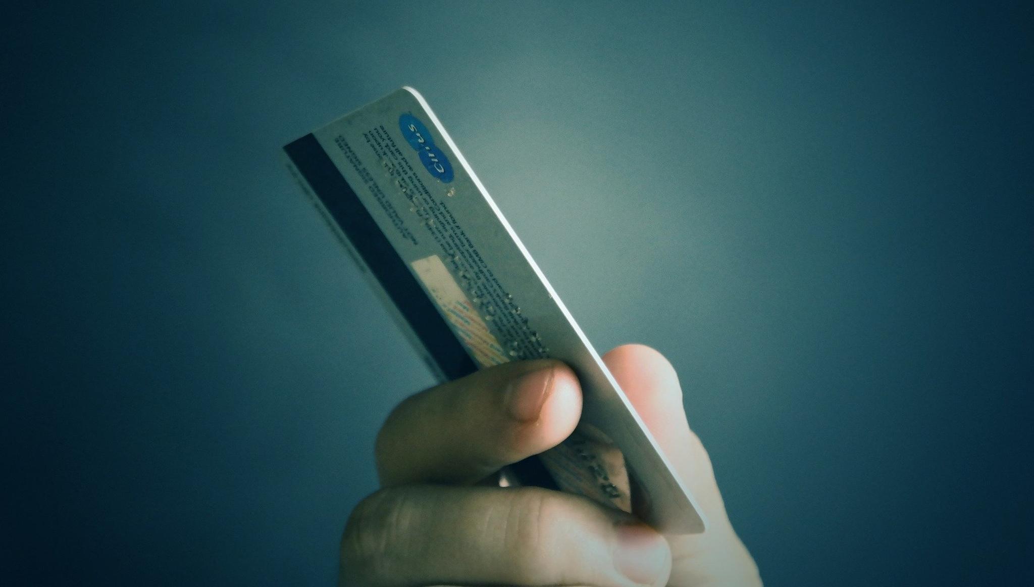 В Тверской области женщина стала невольной участницей кражи денег с банковского счета - новости Афанасий
