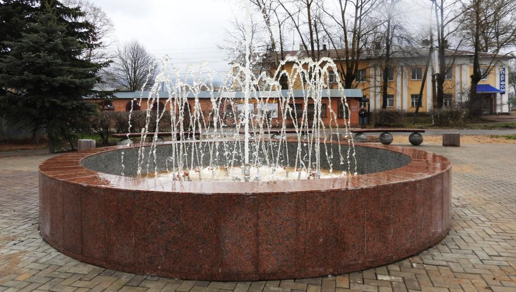 В центре Калязина Тверской области в тестовом режиме запустили фонтан - новости Афанасий