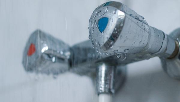 В Твери продолжается незапланированное отключение горячей воды