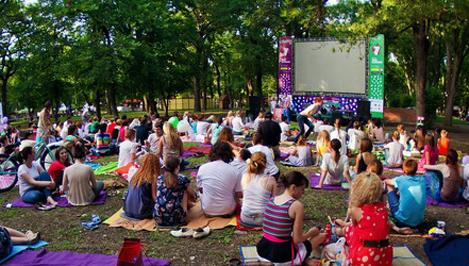 В Твери пройдет открытый ночной кинопоказ «Кино на газоне»