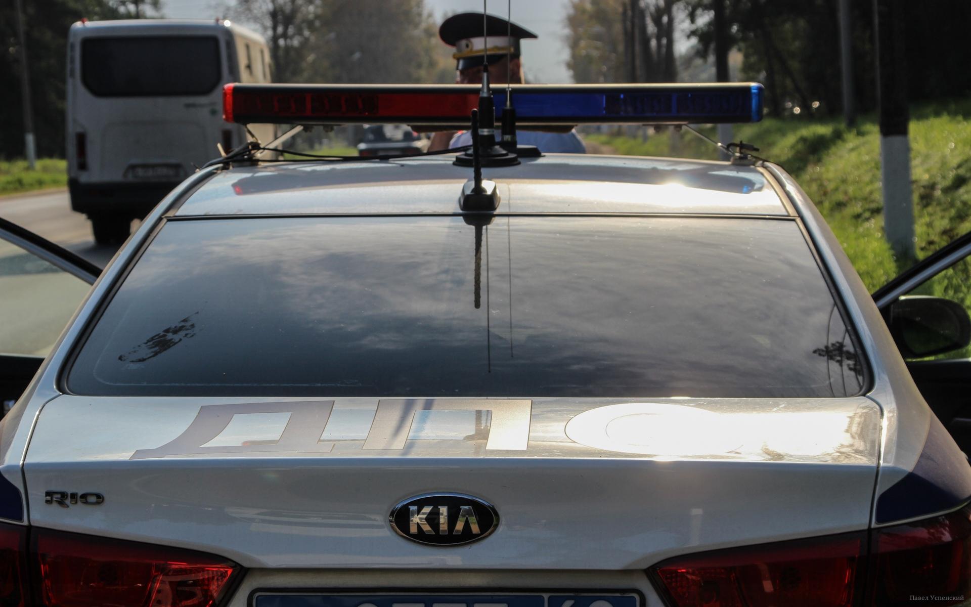 На трассе М9 в Тверской области у фуры взорвалось колесо, водитель получил травмы - новости Афанасий