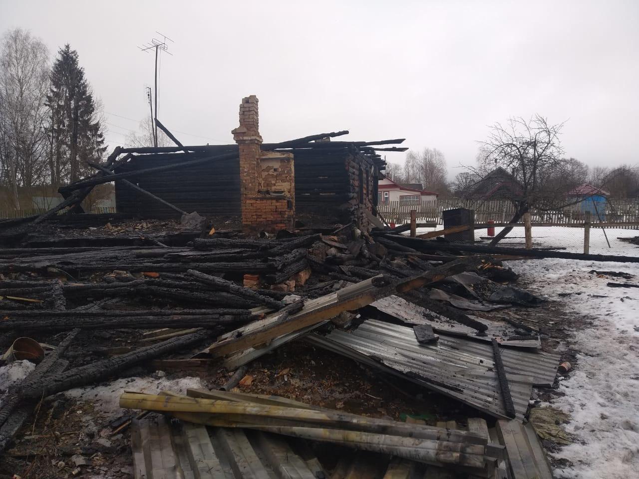 В Тверской области при пожаре в доме погибла женщина - новости Афанасий