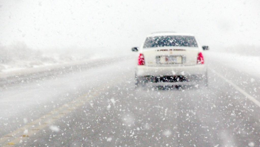Водителей и пешеходов предупреждают о снегопаде и морозах в Тверской области