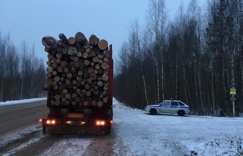 На дорогах под Тверью автоинспекторы проверяли лесовозы - новости Афанасий