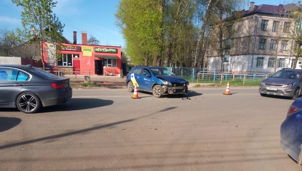 В Твери таксист сбил мотоциклиста - новости Афанасий