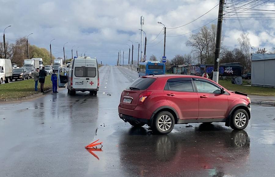 В Твери водитель кроссовера врезался в скорую помощь, есть пострадавший - новости Афанасий