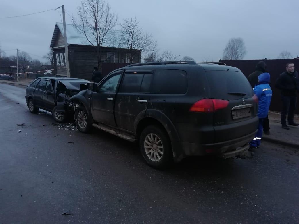 Молодая женщина погибла в лобовом столкновении с внедорожником в Тверской области