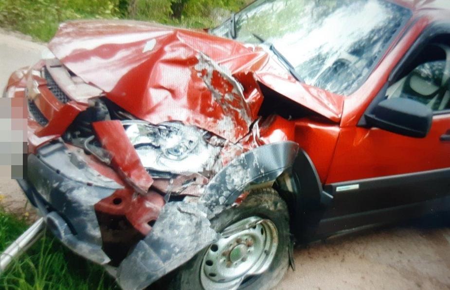 Под Тверью водитель Chevrolet отвлекся от дороги и врезался в дерево - новости Афанасий