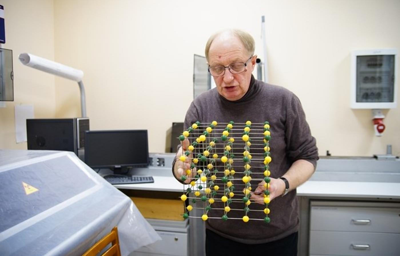 Кристаллы стратегического назначения и огромных размеров выращивают в лаборатории при ТвГУ / фоторепортаж