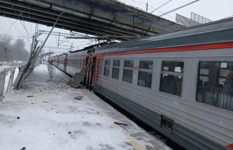 Под Клином машина упала с моста на электричку из Тверской области - новости Афанасий