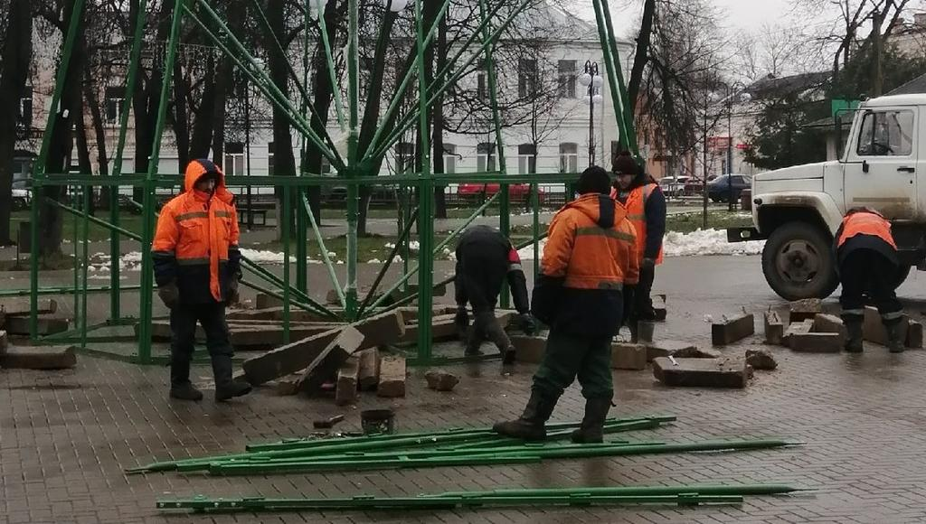 В Тверской области начали устанавливать новогодние елки - новости Афанасий