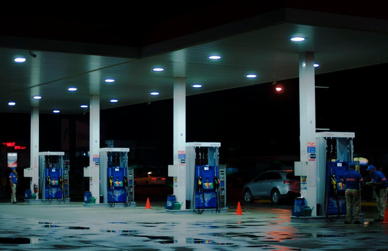 Жители России на треть сократили покупки бензина на самоизоляции - новости Афанасий