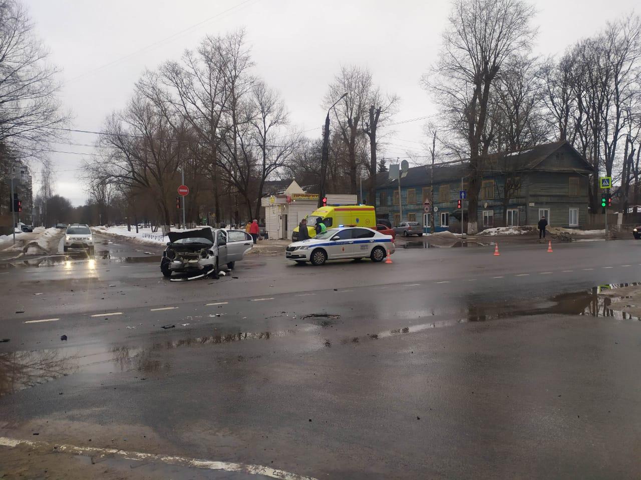 В Твери в столкновении двух легковушек пострадал один человек - новости Афанасий