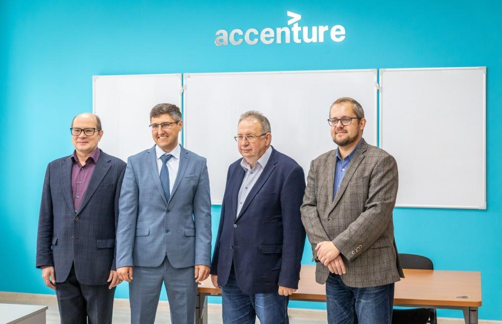 Технологический центр Accenture переоборудовал в ТвГТУ лабораторию кафедры ЭВМ - новости Афанасий