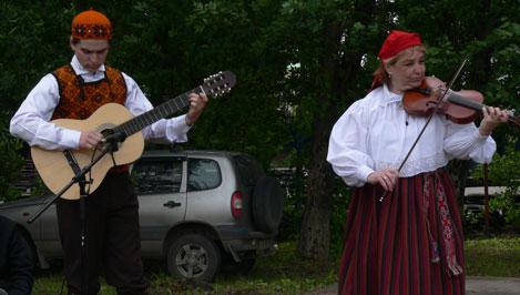 В Городском саду Твери прохожие станцевали ирландские, карельские и эстонские танцы