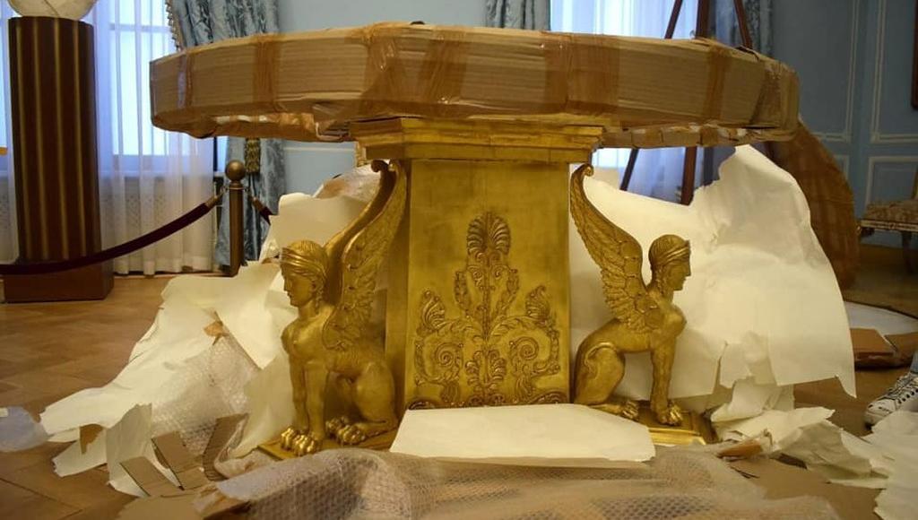 В Тверском императорском дворце можно увидеть стол Наполеона после реставрации