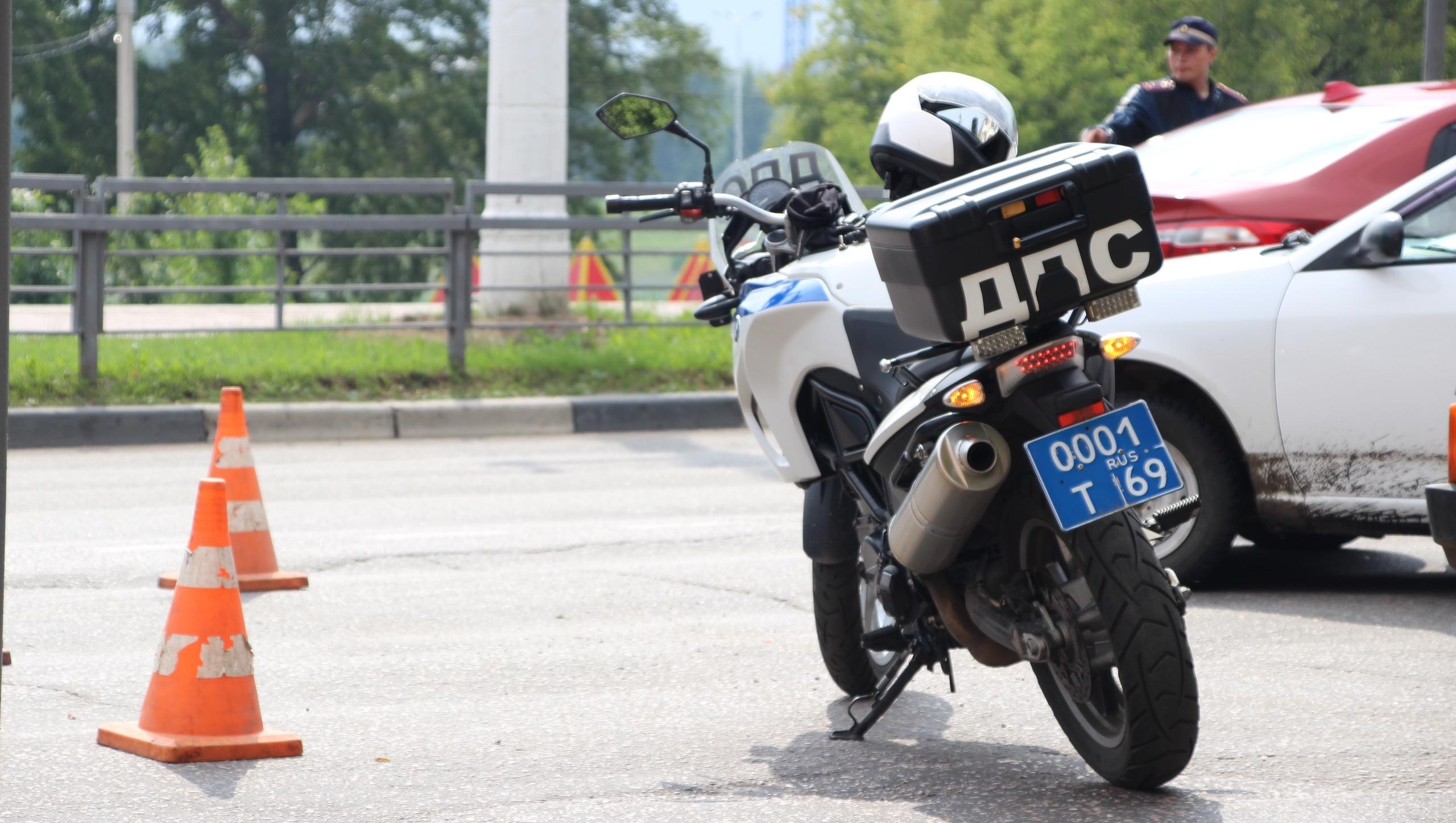 В Твери мотоциклист пострадал в столкновении с легковушкой