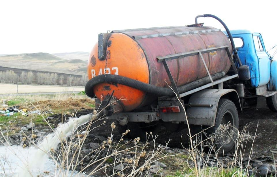 В Твери частники-ассенизаторы сливают дурно пахнущие отходы в городские колодцы - новости Афанасий