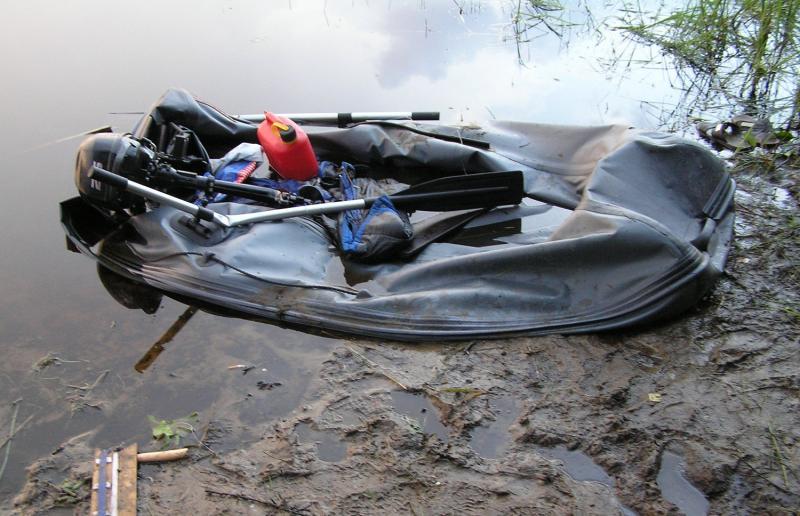 В Тверской области незнакомец изрезал ножом лодку и колеса машины отдыхавшего на озере мужчины - новости Афанасий