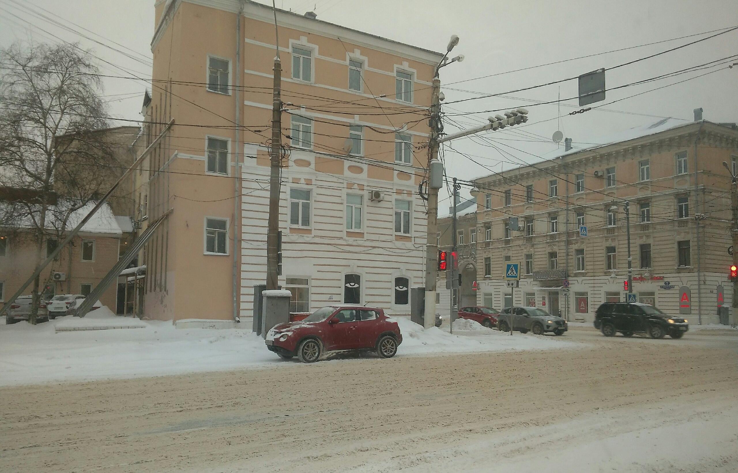 Четыре суточных нормы снега выпало в Твери за ночь