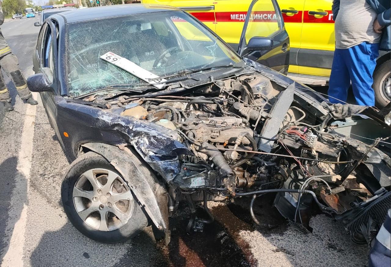 В массовом ДТП на улице Туполева в Твери пострадал виновник аварии