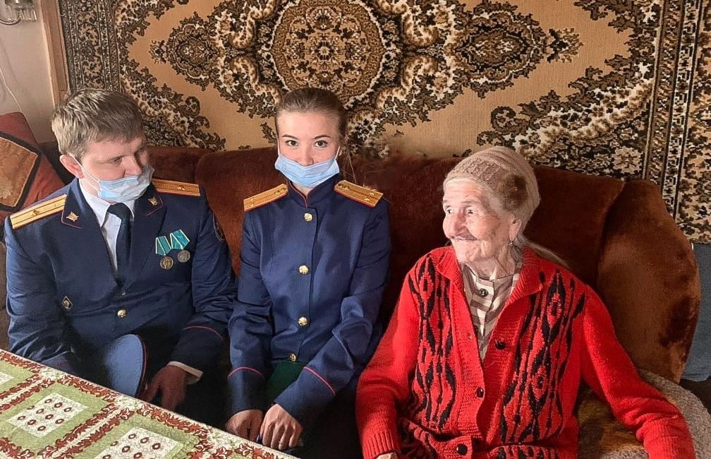 Кимрские следователи навестили ветерана Великой Отечественной войны Александру Струкову - новости Афанасий