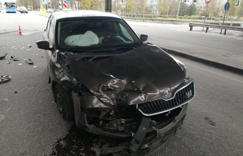 В Твери водитель выехал на перекресток на красный свет - новости Афанасий