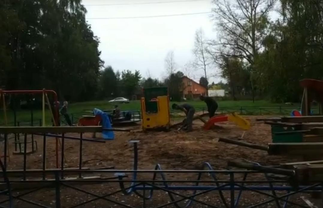 В Твери сносят детскую площадку после отказа жильцов от нее - новости Афанасий