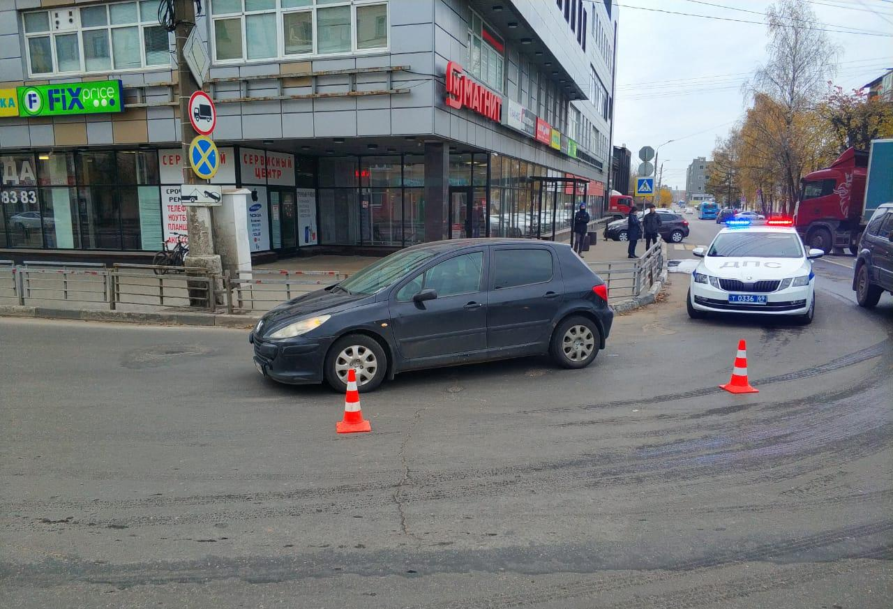 В Твери водитель легковушки сбил велосипедиста