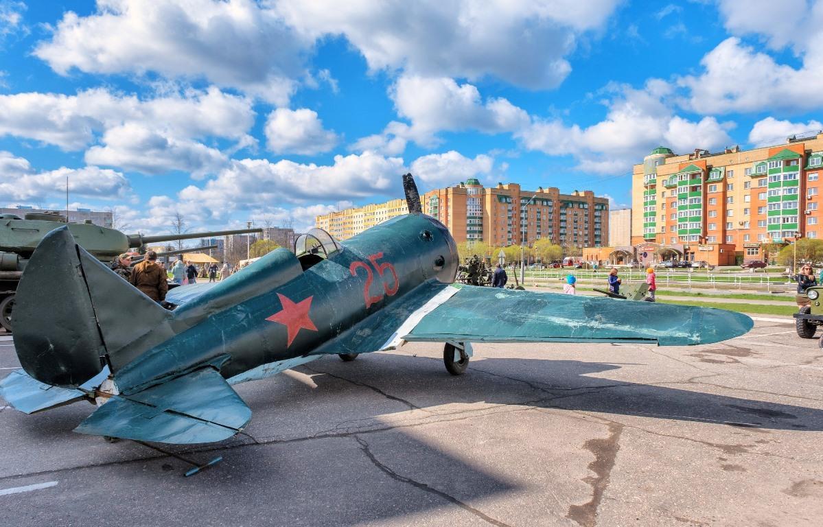 В День Победы Калининская АЭС представила выставку раритетной военной техники