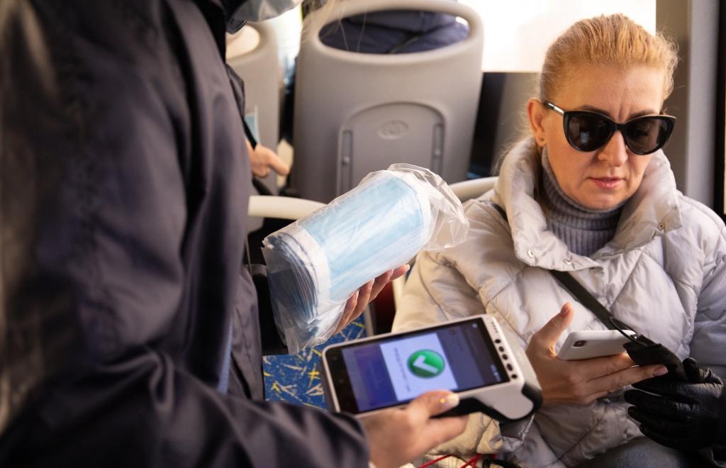 В Твери раздают медицинские маски в общественном транспорте - новости Афанасий
