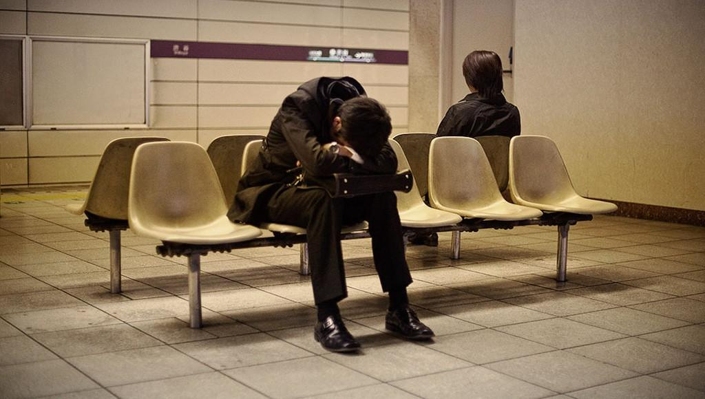 Заснувший на вокзале в Твери пассажир лишился телефона