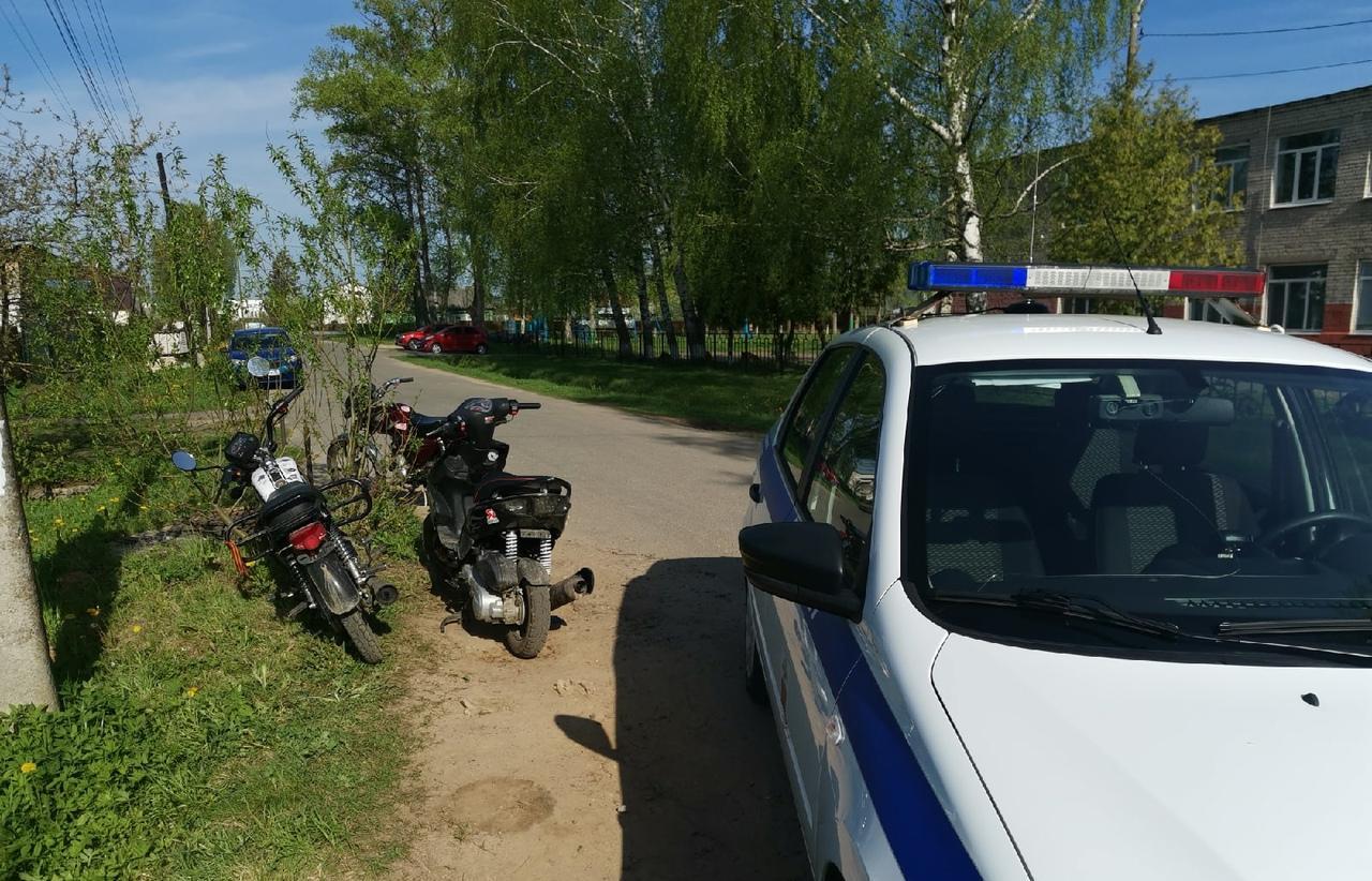17 учеников 5, 8 и 9 классов за рулем мотоциклов и скутеров были пойманы в Конаково по дороге в школу