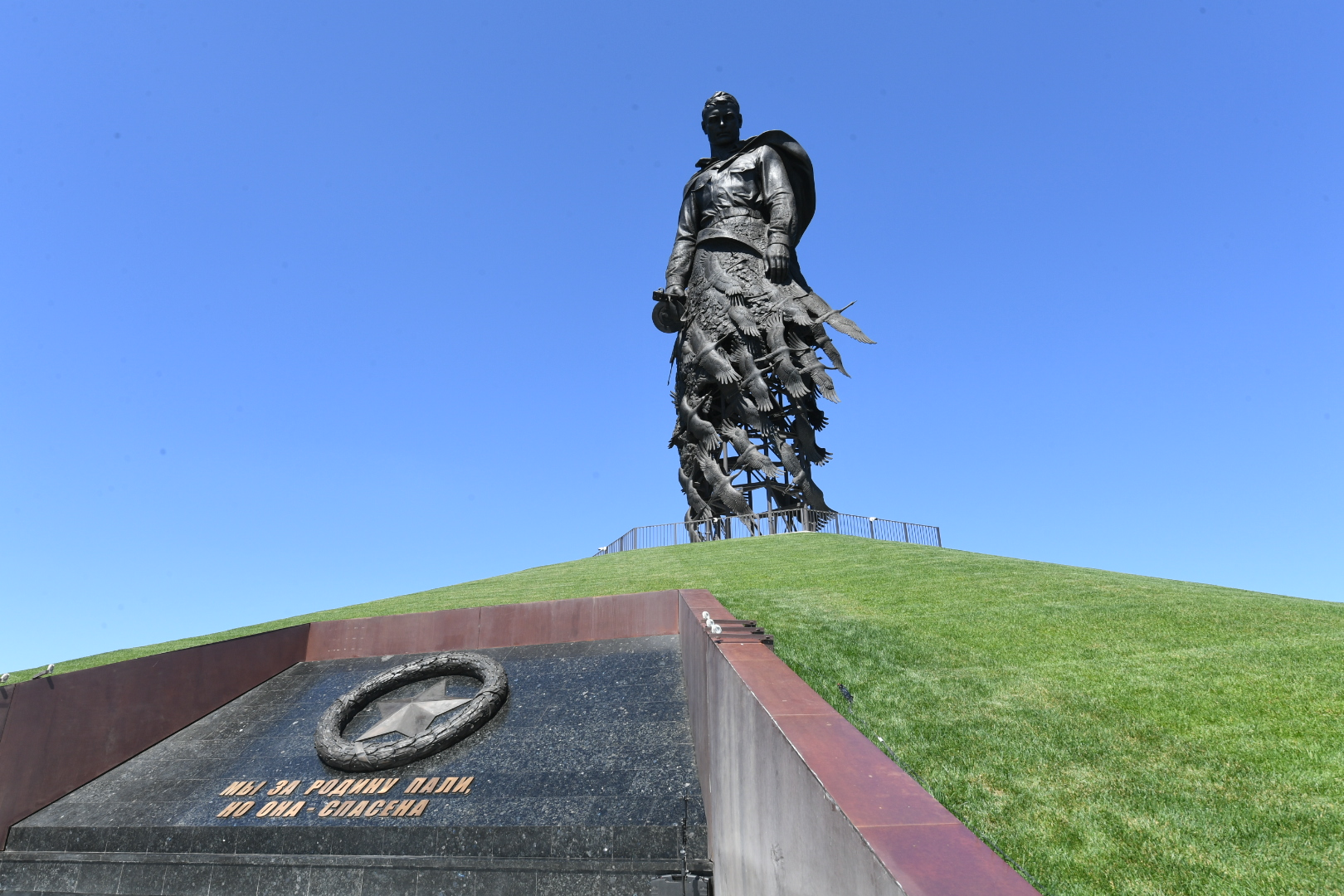 Мемориал Советскому солдату под Ржевом откроет Владимир Путин - новости Афанасий