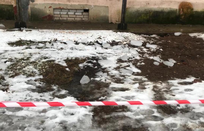 Семье девочки, на которую с крыши упала глыба льда, нужна помощь - новости Афанасий