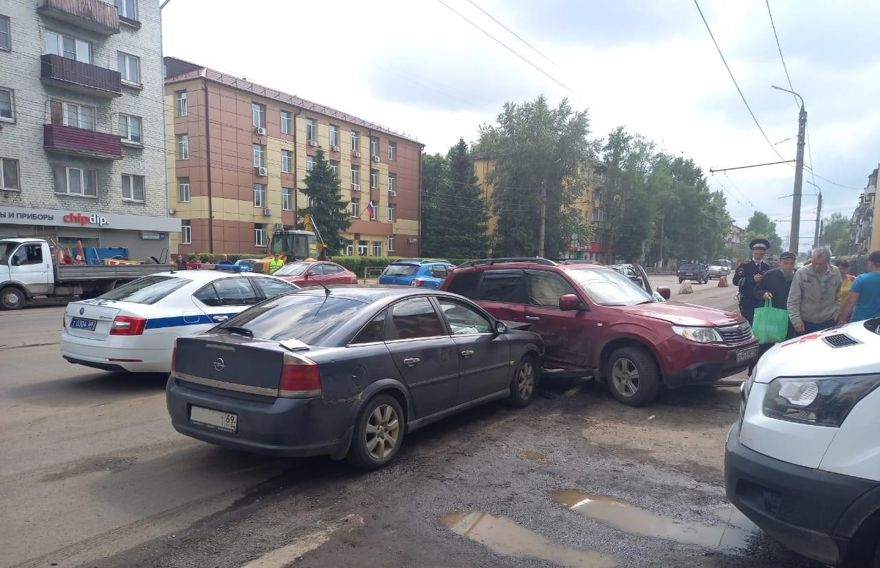 Четыре человека пострадали в ДТП в Твери - новости Афанасий