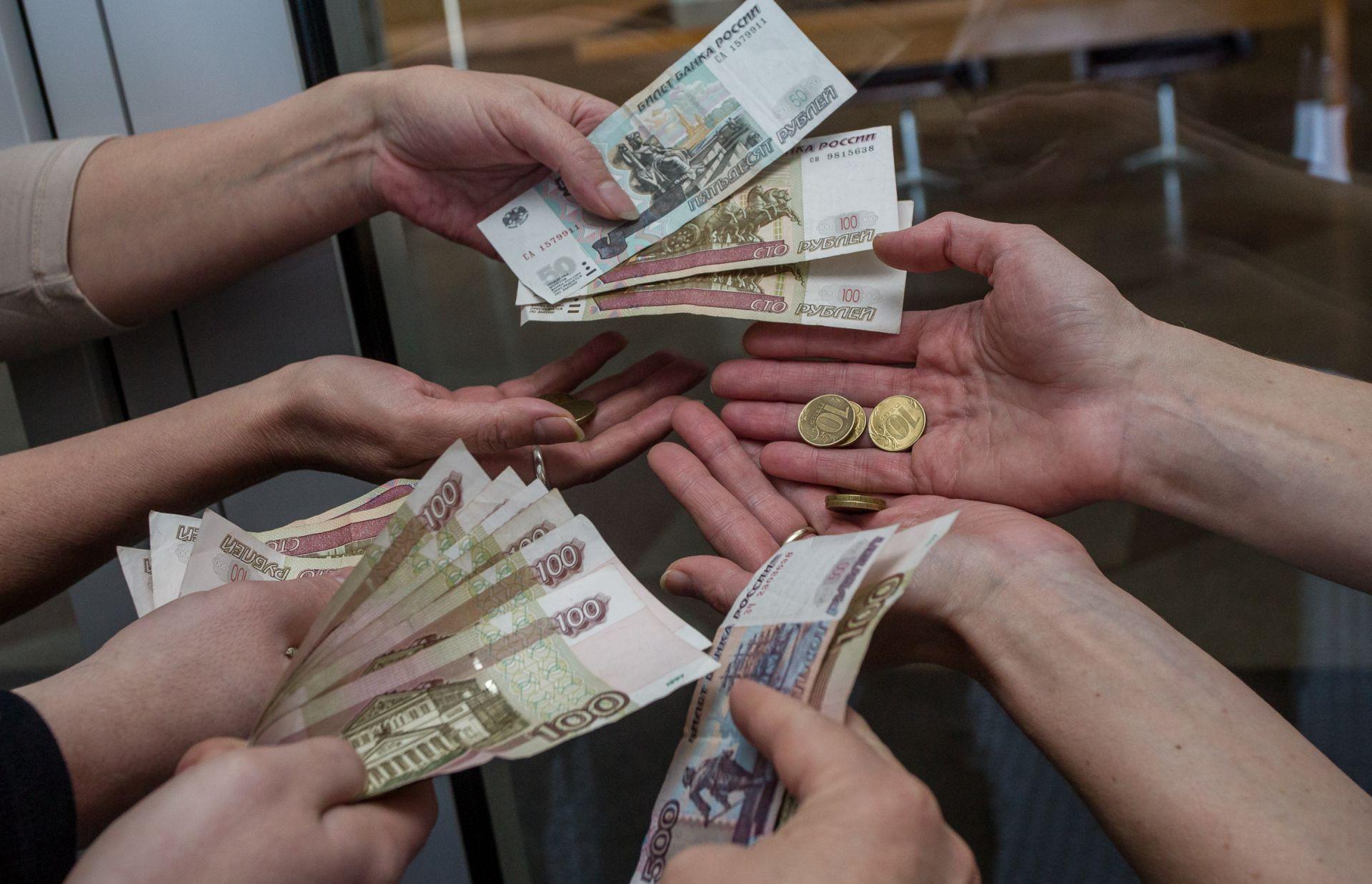 Бюджетникам повысят зарплаты с октября