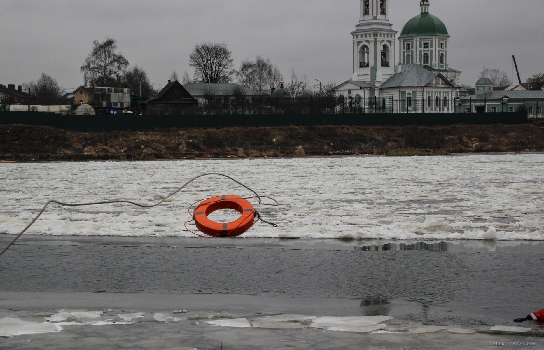 В Твери в воде возле берега Волги нашли тело мужчины - новости Афанасий