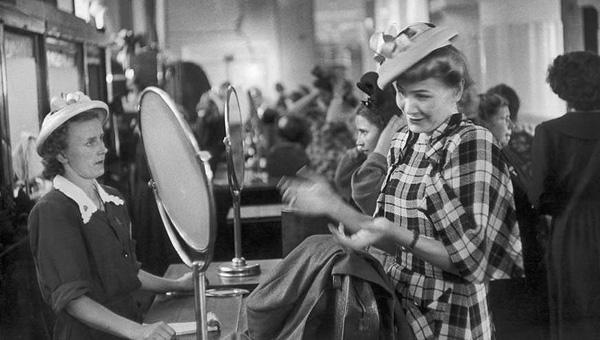 В Твери открывается выставка женских шляп XX века