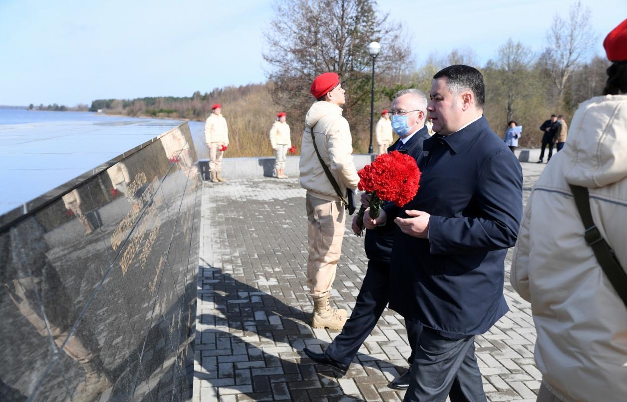Игорь Руденя почтил память жителей деревни Ксты в Пеновском муниципальном округе