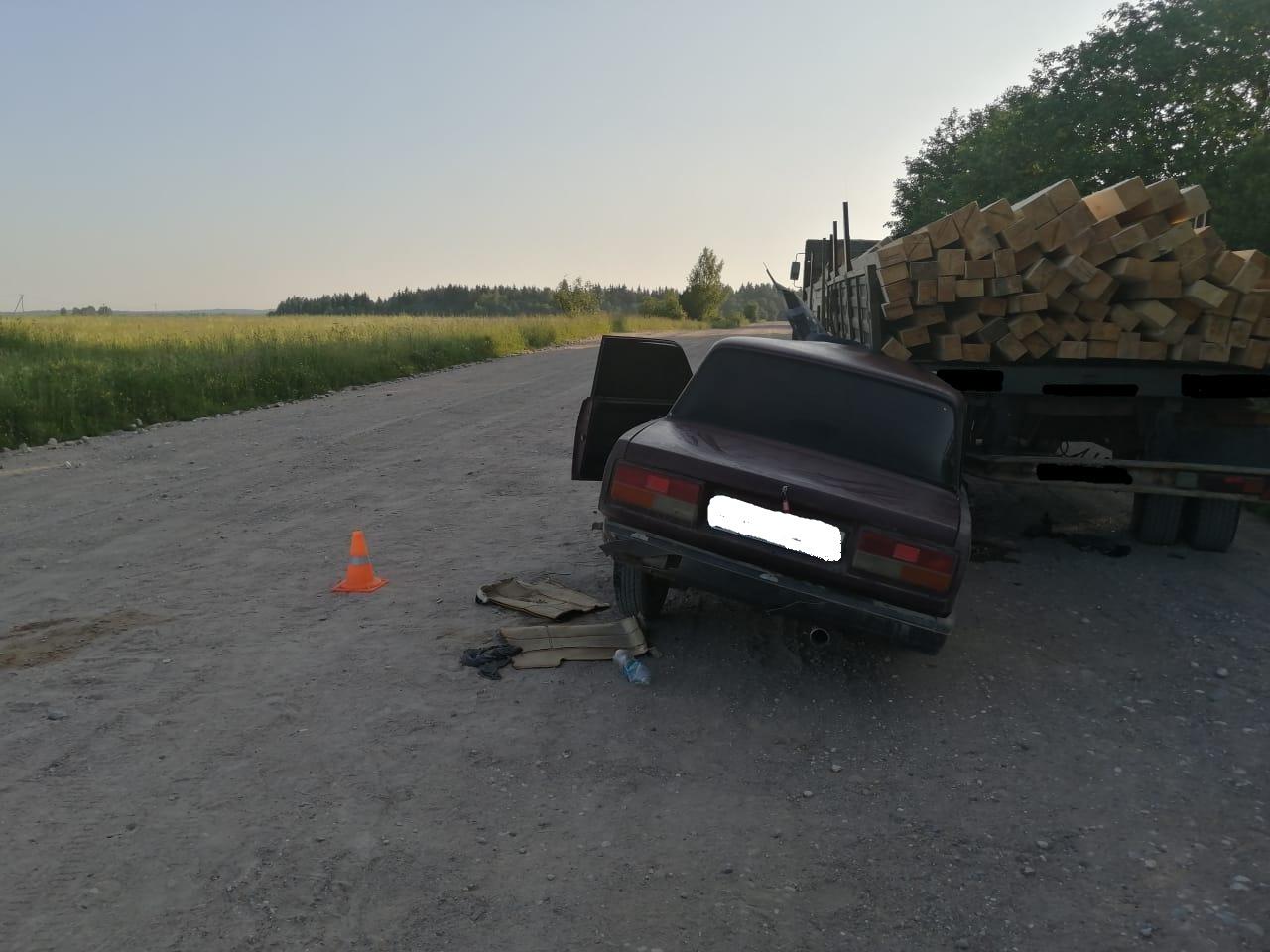 В Тверской области 17-летний подросток за рулем легковушки влетел под грузовик лишенного прав водителя - новости Афанасий
