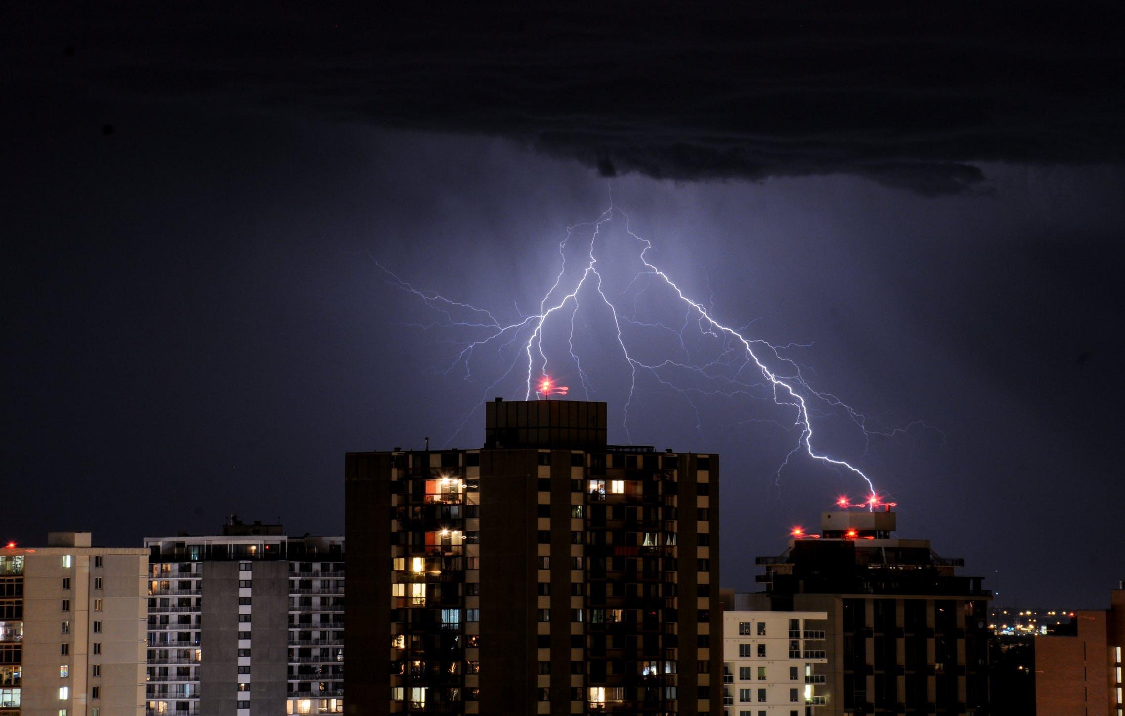 В Тверской области объявлено штормовое предупреждение из-за грозы
