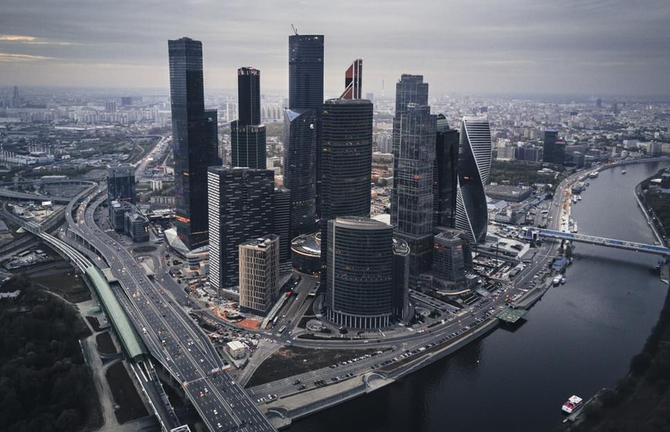 Москвичам предлагают выплатить по 20 тысяч рублей и оплатить ЖКХ до конца года
