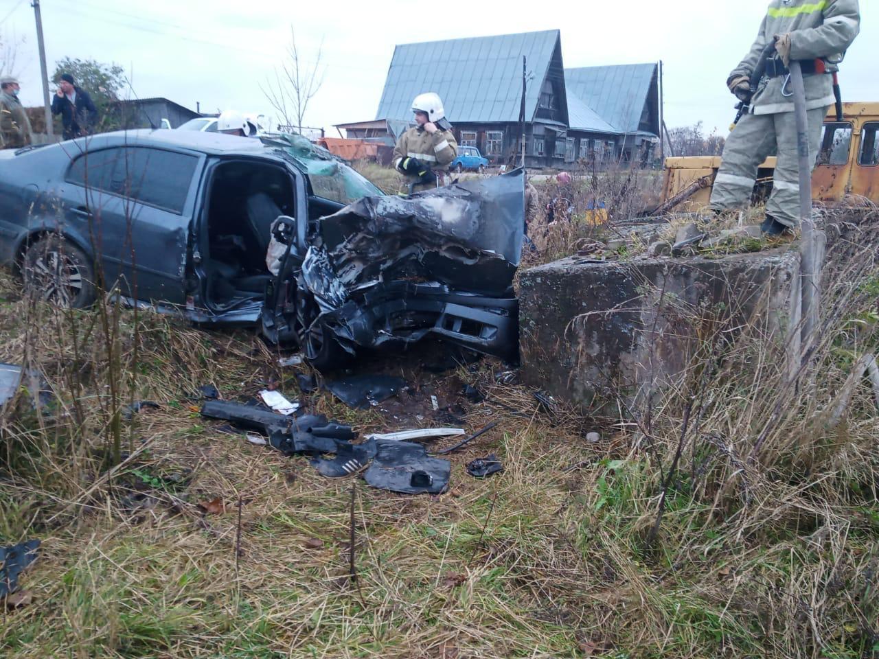 Спасатели приняли участие в ликвидации последствий ДТП с двумя пострадавшими в Тверской области - новости Афанасий