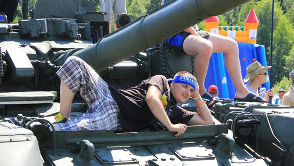 На фестивале «Нашествие» зрители увидят современную военную технику и артиллерийский салют