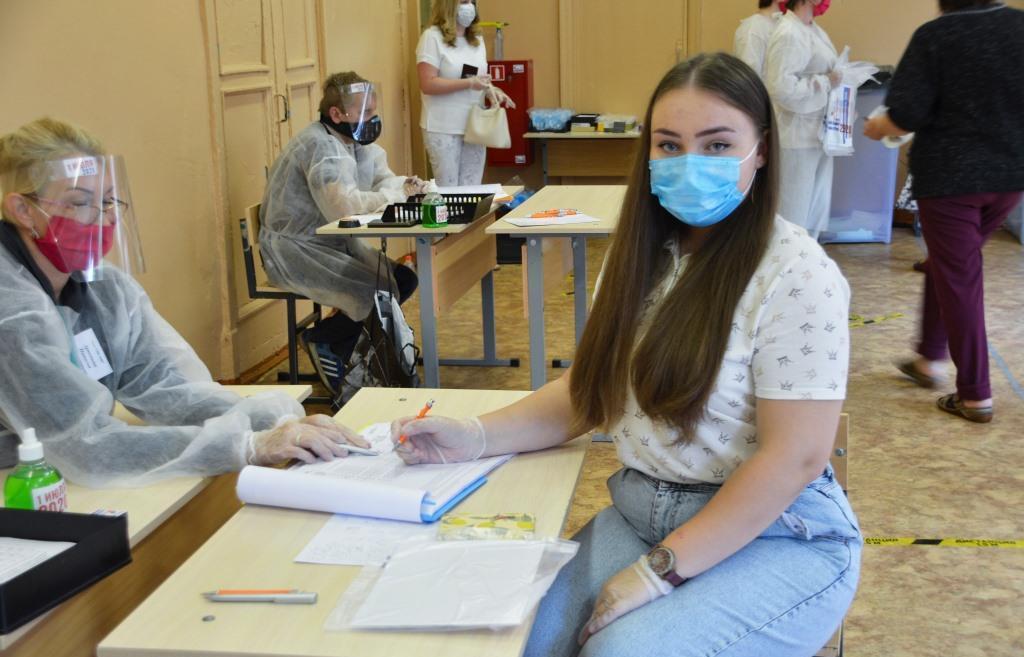 18-летняя Анна Слёзкина: рада, что совершеннолетие наступило перед Общероссийским голосованием, иду голосовать с гордостью  - новости Афанасий