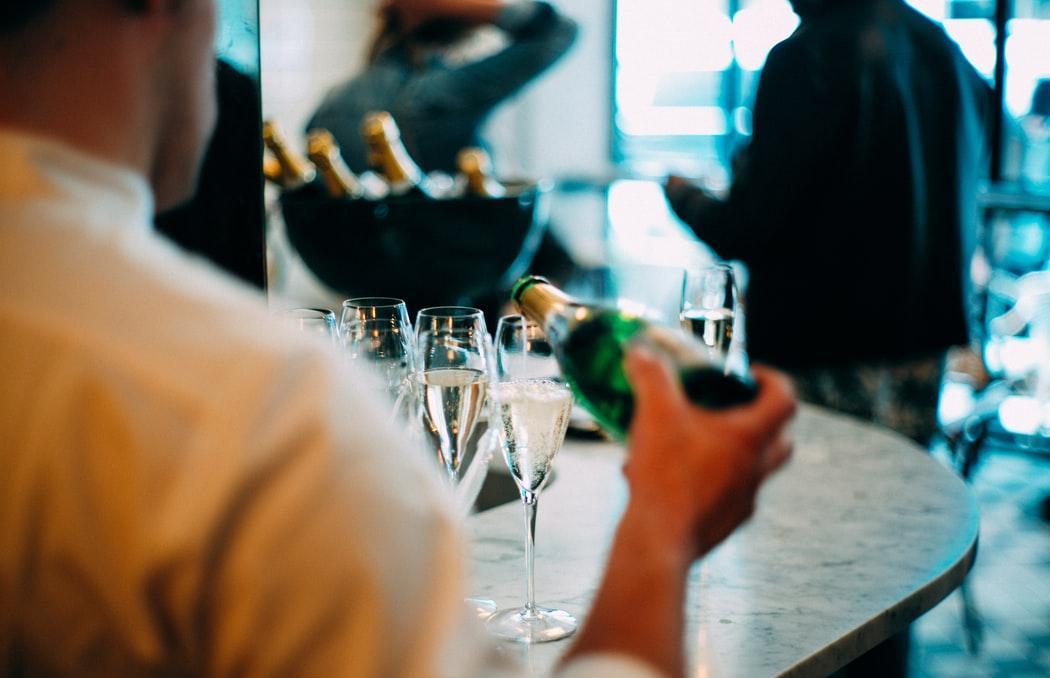 В России могут запретить продажу спиртного в Новый год - новости Афанасий