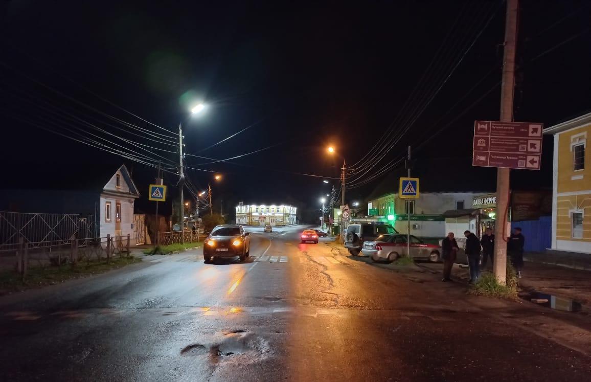 В Торжке Lexus сбил на «зебре» мужчину