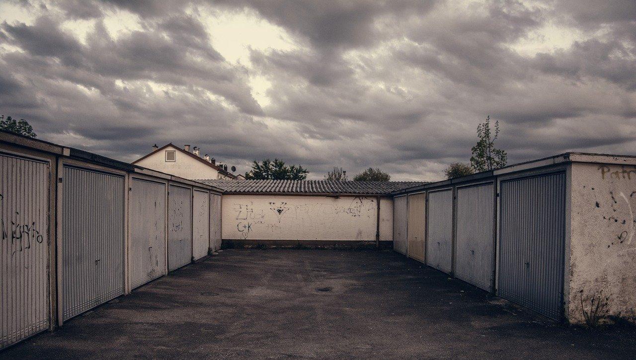 В Твери снесли гаражи у дома на улице Ржевской